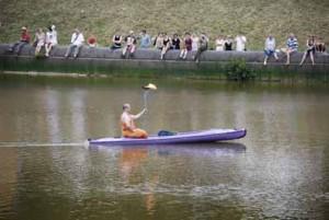 Der Dalai Lama bringt die Olympische Flamme. Wo liegt da eigentlich der Ulk?