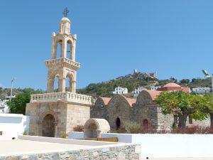 Kirche und Burgruine in Asklepio